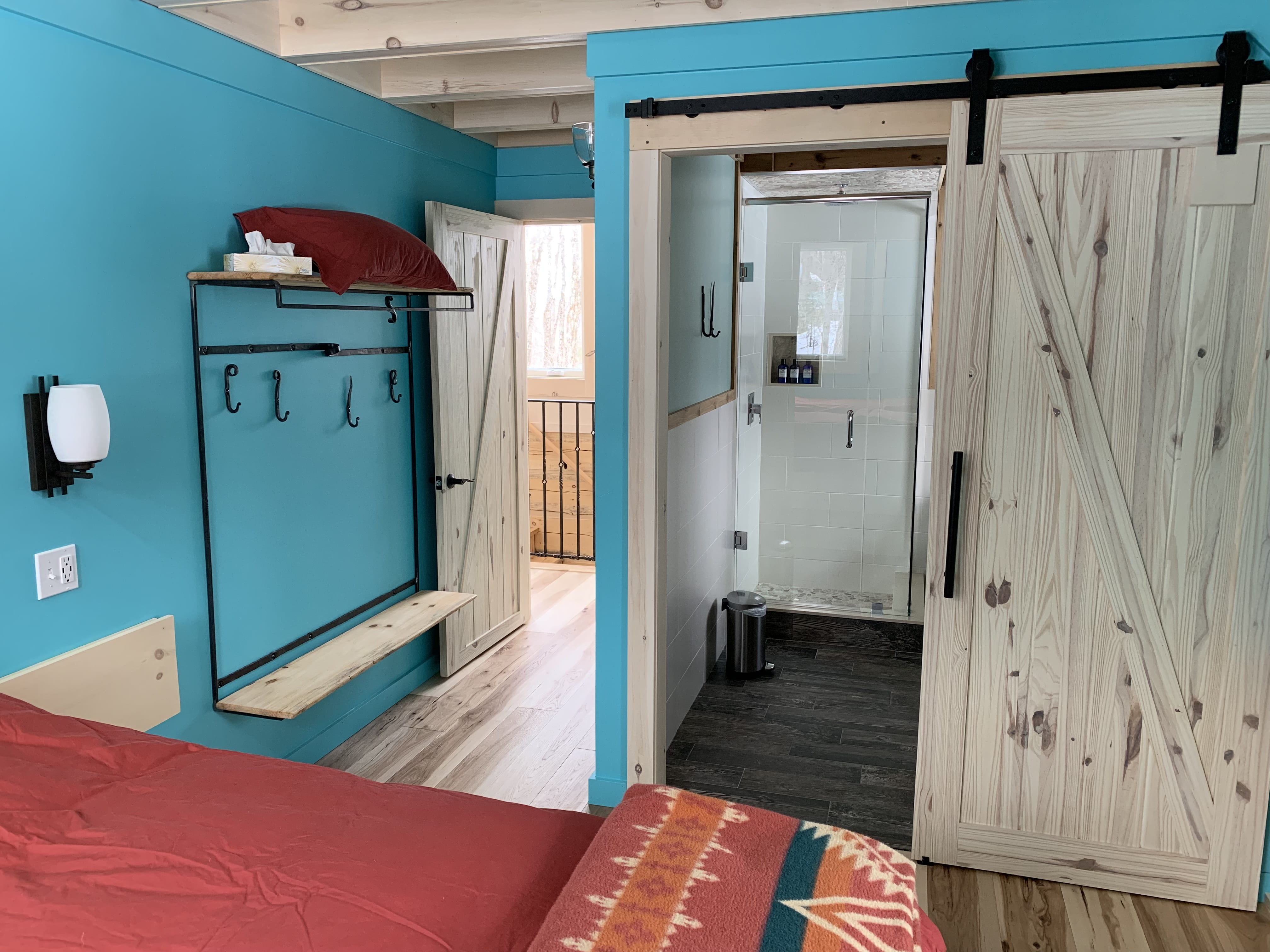 Luxurious bathrooms for each bedroom in the log cabin
